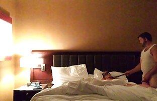 دختر سرخ دوست دختر بلند و باریک خود را بر روی سکس باحال فیلم تخت در موقعیت های مختلف