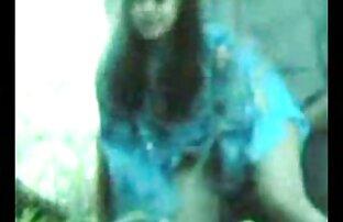 دختر شهوانی پایین کشیده فیلم سگسی باحال و نشان داد بیدمشک او در ماشین